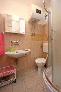 Apartment Vinisce 10006a, Ferienwohnungen  Vinišće - big - 49