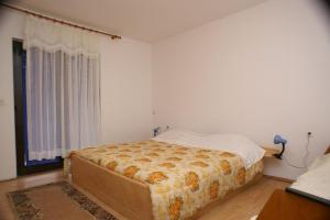 Apartments with a parking space Jelsa Hvar 4040