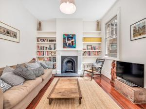 Arty, spacious two-bedroom house in central Sydney - Sydney