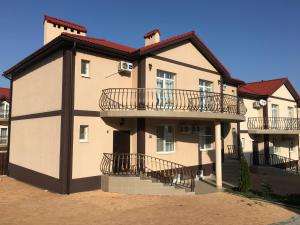 Hotel Chernomorsky Complex of Townhouse, Hotely  Kabardinka - big - 82