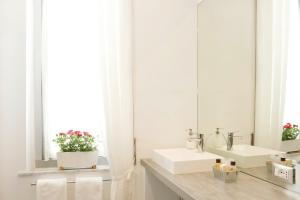 B&B Albaro, Bed and breakfasts  Genoa - big - 2