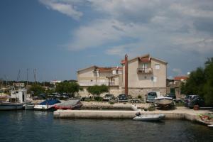 Apartments by the sea Jezera (Murter) - 5123