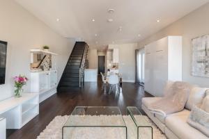2 Bedroom With Mezzanine Mile End Apartment Montréal