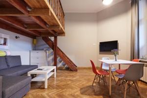 PlayHouse Apartments
