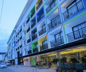 Suvarnabhumi Oriental Resort - Ban Khlong Lat Bua Khao