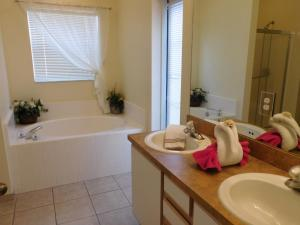 863 Hampton Lakes 3 Bedroom Villa, Vily  Davenport - big - 14