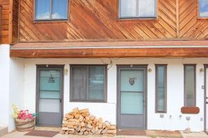 Aspen West Studio Condo #4 - Apartment - Red River