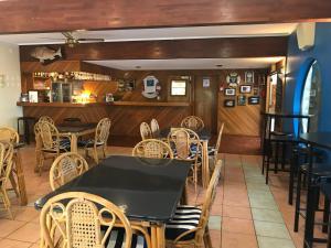 Tipi and Bobs Waterfront Lodge, Turistaházak  Tryphena - big - 90