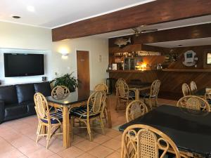Tipi and Bobs Waterfront Lodge, Turistaházak  Tryphena - big - 89