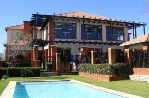 Modern Executive Penthouse - Edenvale