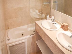 Three-Bedroom Apartment in Alfaz del Pi, Apartmanok  Alfaz del Pi - big - 12