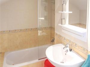 Three-Bedroom Apartment in Alfaz del Pi, Apartmanok  Alfaz del Pi - big - 13