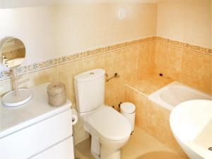 Three-Bedroom Apartment in Alfaz del Pi, Apartmanok  Alfaz del Pi - big - 14