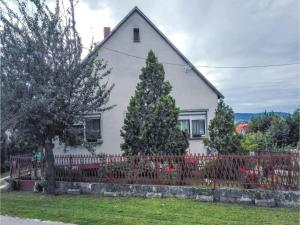 Three-Bedroom Holiday Home in Hegymagas, Dovolenkové domy  Hegymagas - big - 1