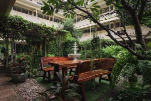 Feung Nakorn Balcony Rooms and Cafe, Hotels  Bangkok - big - 130