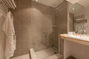 Twin Room فندق هوارد جونسون & كونفينشن سنتر مادارياغا - كاريلو (Howard Johnson Hotel & Convention Center Madariaga - Carilo)