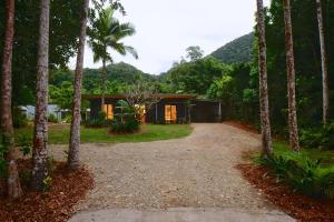Daintree Rainforest Beach House - Cape Tribulation