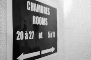 Hôtel Saint - Pierre, Hotels  Villedieu-les-Poëles - big - 42