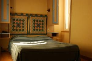 Hôtel Saint - Pierre, Hotels  Villedieu-les-Poëles - big - 51