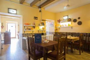 The Caravela Home Stay, Bed & Breakfasts  Panaji - big - 17