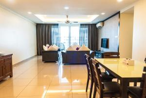 Luxury 4 Bedrooms Suite near Queensbay Mall by D Imperio Homestay, Appartamenti - Bayan Lepas