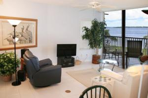 NE Island Home 5750, Дома для отпуска  Stuart - big - 2