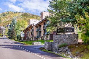 2315 Apres Ski Way Condo Unit 213 - Apartment - Steamboat
