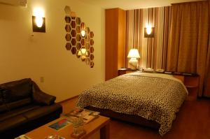 . Hotel Ginpari Club (Love Hotel)