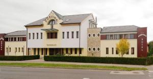 Corvina Hotel-Restaurant, Мошонмадьяровар