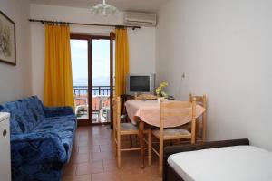 Apartments with a parking space Novi Vinodolski - 6567
