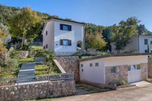 Holiday Home Porozina 8101