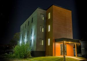 Clifton Hill Luxury Condo 4B - Apartment - Niagara Falls