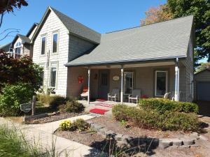 . Agape Bayside Cottage