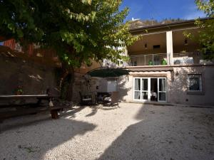 Antique Mansion in Provaglio d'Iseo with Courtyard - AbcAlberghi.com