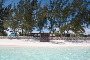 Hollywood Beach Suites Turks and Caicos