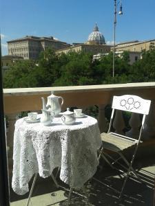 Un Caffè Sul Balcone 1 - abcRoma.com
