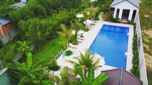 White Lotus Resort