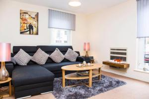 2 Bedroom Apartment with Parking Sleeps 5
