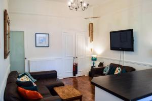 2 Bedroom Apartment 3 Minutes from Haymarket