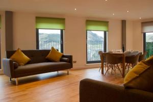 3 Bedroom Apartment with Private Roof Terrace Accommodates 8