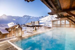 Location gîte, chambres d'hotes Les Campanules Hôtels-Chalets de Tradition dans le département Savoie 73