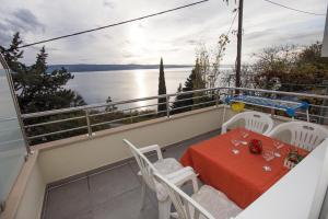 Apartment Omis 8334b