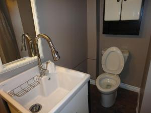 Single Room with Shared Bathroom - Basement Level Toronto South Etobicoke Guest House Near Lake Humber & the 427