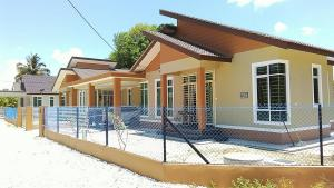 Pasir Mas Guest House - Kampong Tanyong Bale