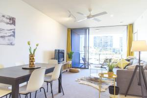 Chic Living in South Brisbane + Rooftop Pool
