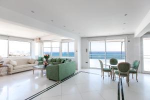 Laila's Seaview Penthouse Apartments