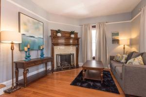 The Victorian 3 Bedroom Apartment 2.4 - Jefferson