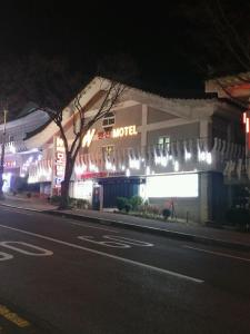 Gyeongju W Drive-in Motel