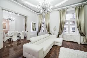 Opera Balkony Luxury Apartment