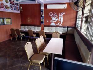 Big Ups hotel, Отели  Gbawe - big - 11